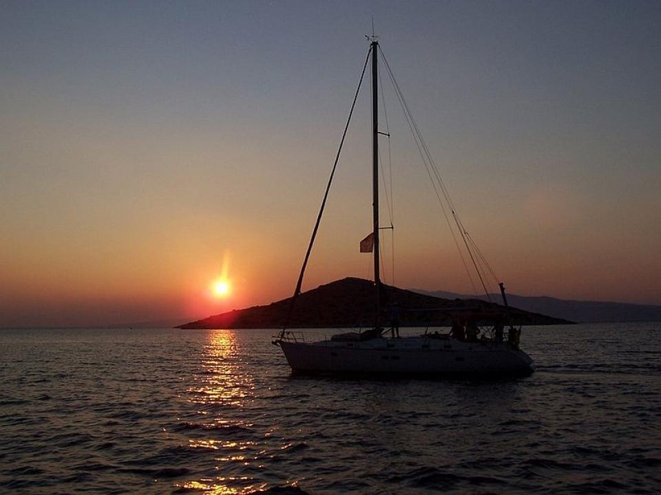 Cicladi e Tinos in barca a vela