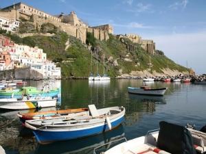 Ponte 25 aprile in barca nel Golfo di Napoli