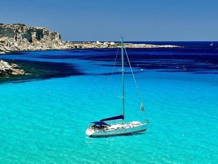 Vacanza in barca a vela alle Egadi