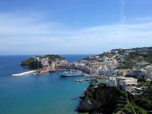 Ponte del 1 maggio barca per single a Ponza