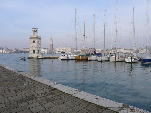 Visitare Venezia in barca a vela