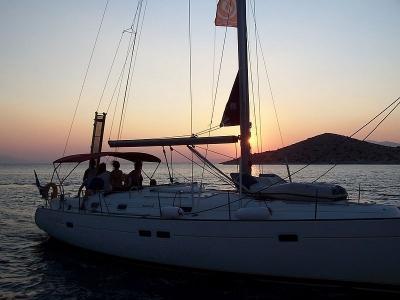 Immacolata e sant ambrogio in barca a vela