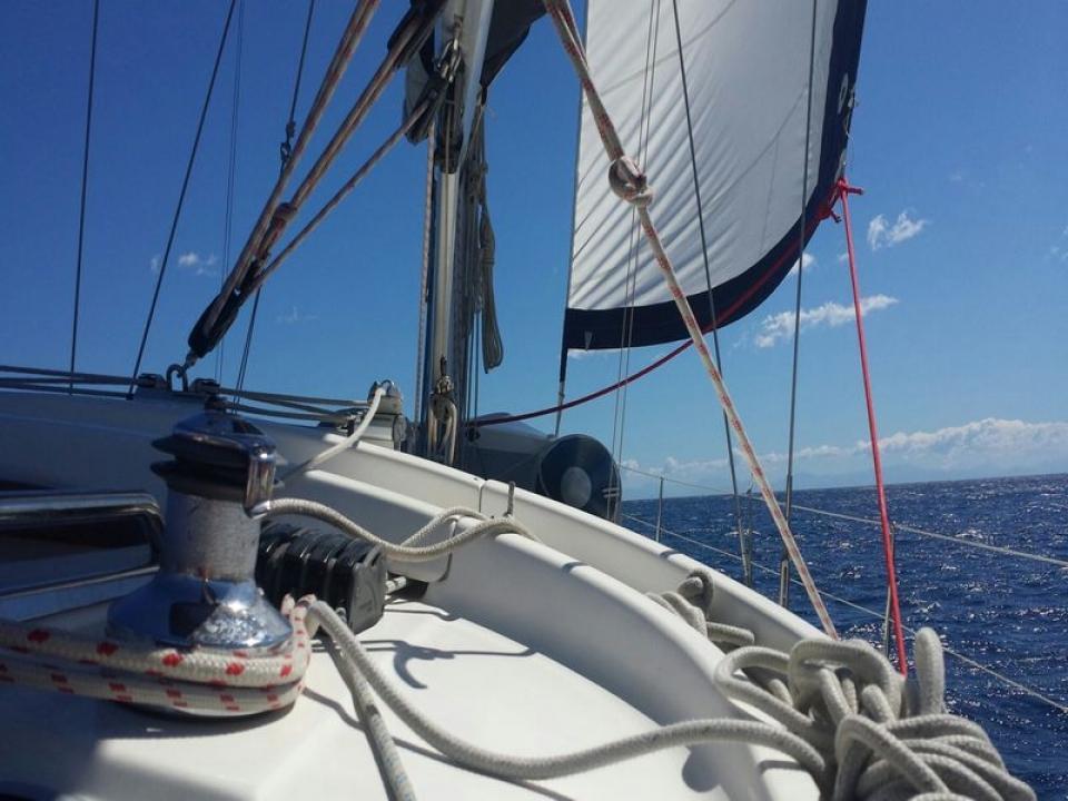 Tour in barca a vela di un giorno alle Cinque Terre
