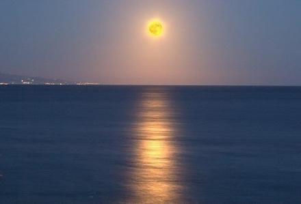 Eclissi dalla barca a vela in Liguria