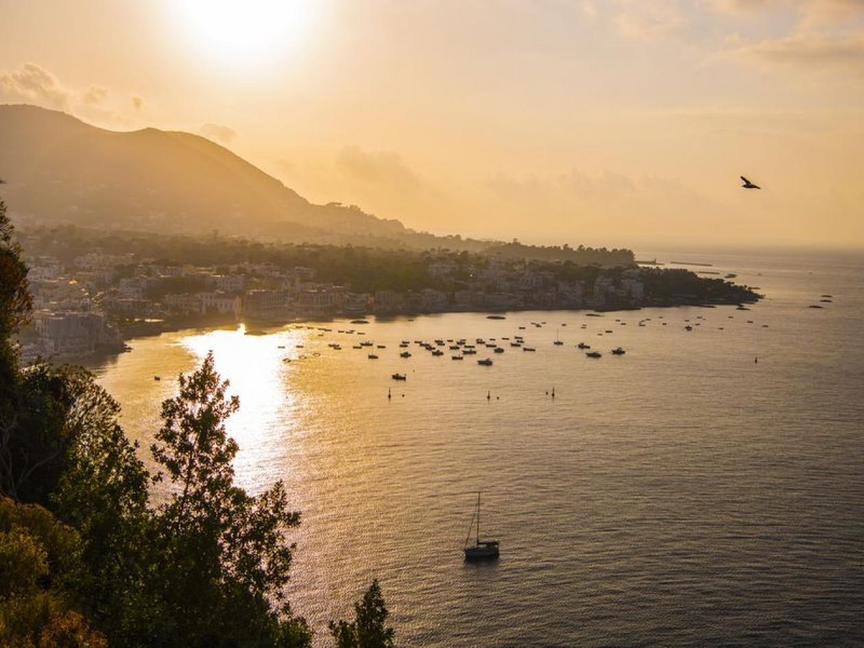 Ponte 2 Giugno vela Ischia, Procida e Golfo di Napoli